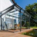 Прочность алюминиевого профиля позволяет выдерживать нагрузку больших стеклянных элементов