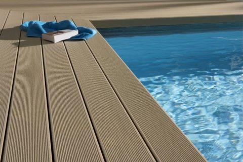 Террасная доска для устройства площадки около бассейна