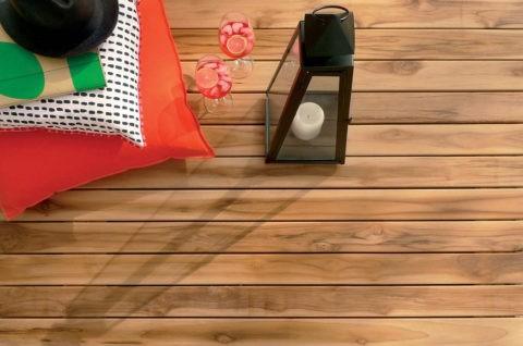 Террасная доска с характерным природным рисунком натуральной древесины