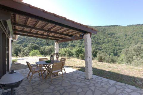 Устройство террасы к дому из натурального камня