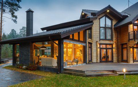 Дизайн веранды должен гармонировать с экстерьером дома