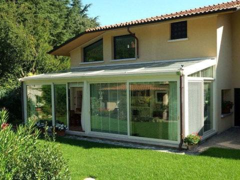 Дома с верандами — отличное решение для дач, которые посещаются летом и в межсезонье