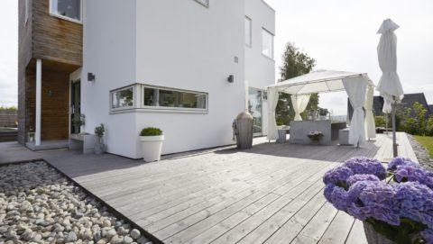 Этот вариант террасы вполне может быть реализован и у вашего дома