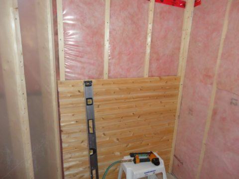 Обшейте стены отделочным материалом