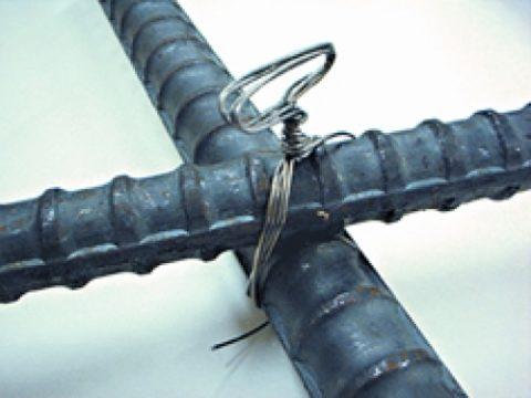 Пруты арматуры необходимо надежно зафиксировать