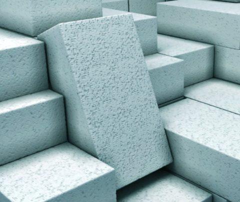 Ячеистый блок обладает небольшим весом и низкой теплопроводностью