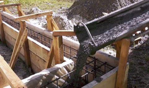 Залейте в опалубку бетон М200
