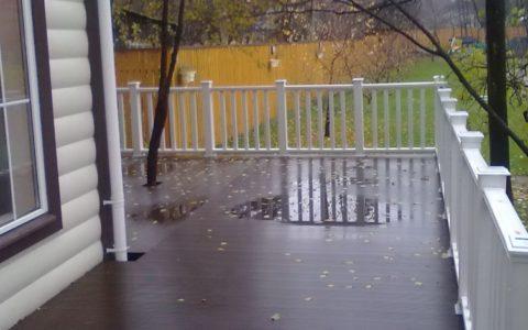 Материал не боится воды, что очень важно при укладке на улице