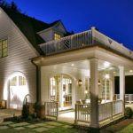 Двухуровневая терраса у дома, устроенная по грунту