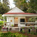 Каркасный дачный дом с опоясывающей открытой верандой