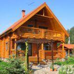 Проекты деревянных домов с верандой - ещё один вариант в двух уровнях