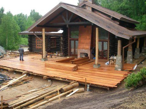 Строительство пристройки к дому в самом разгаре