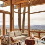 Панорамные деревянные окна на веранде