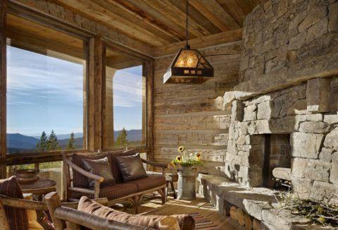 Терраса с деревянными оконными блоками