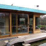 Веранда с раздвижными стеклянными конструкциями