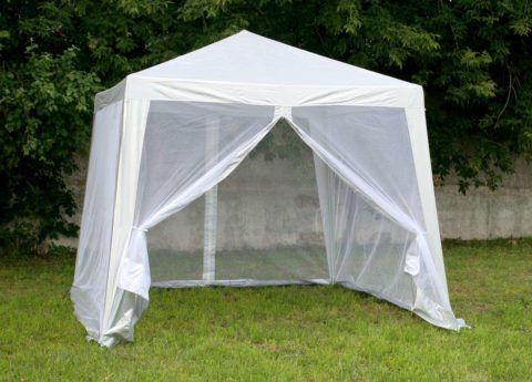 Легкий шатер можно установить непосредственно на придомовой лужайке