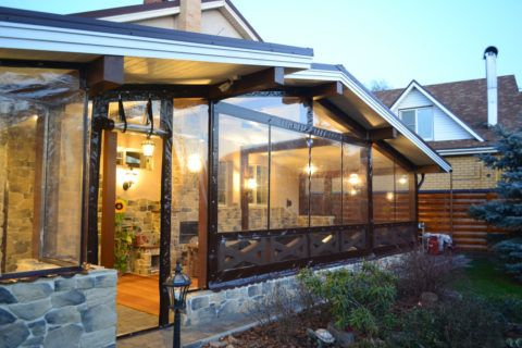 Надежная защита террасы гибкими окнами