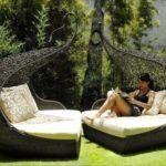 Такую садовую мебель, составленную в одну конструкцию, тоже можно посчитать открытой беседкой