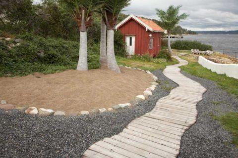 Деревянные дорожки популярны на побережье