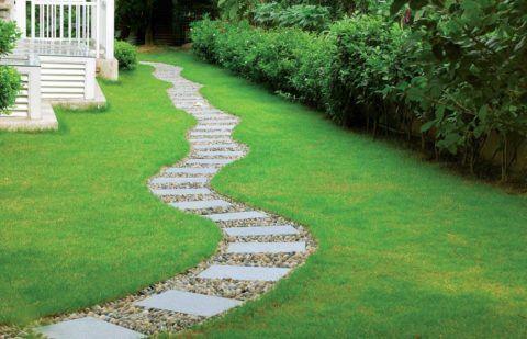 Дорожка из бетонной плитки и натурального камня