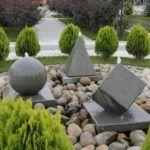 Еще один вариант фонтана из декоративного бетона с мраморной крошкой