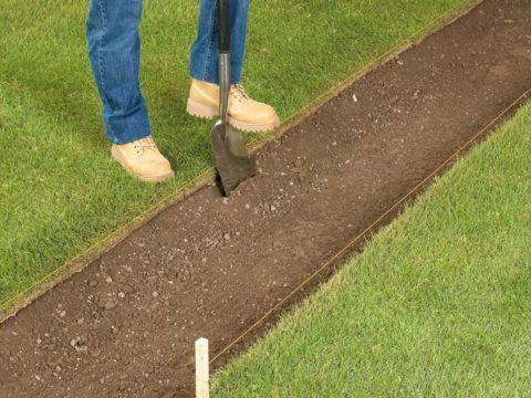 Вынимаем плодородные слои грунта
