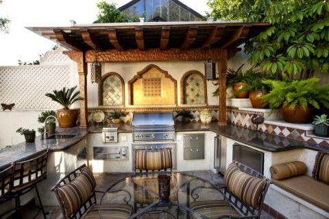 Открытая летняя кухня в средиземноморском стиле