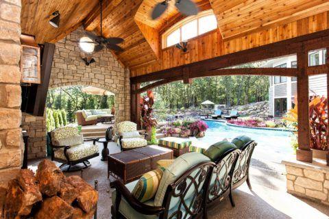 Патио с крытой зоной в американском стиле
