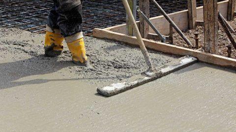 Разглаживание залитого бетона