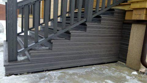 Сама лестница и ограждение на ней сделаны из ДПК
