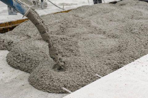 Смесь подается с бетономешалки