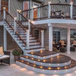 Терраса в виде балкона – конструкция имеет подсветку лестницы