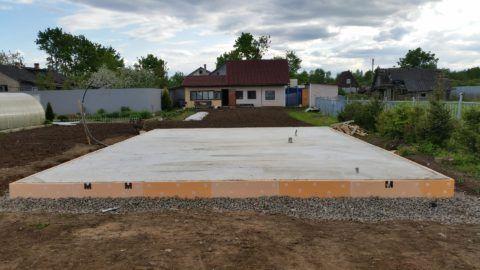 Массивная бетонная плита