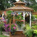 Не беседка – а цветочный рай