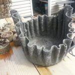 Пропитанная цементным раствором ткань, надетая на ведро или бочонок, при застывании принимает заданную форму